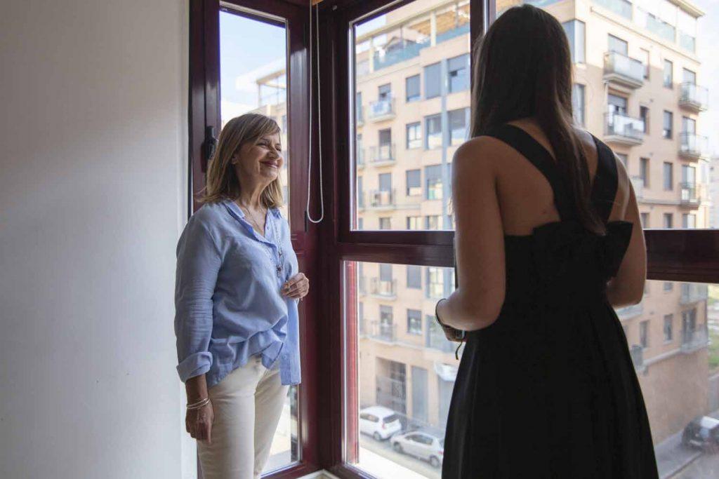 Deux personnes discutent sur la location classique