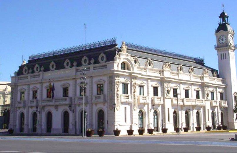 Edificio del reloj à la marina de valencia