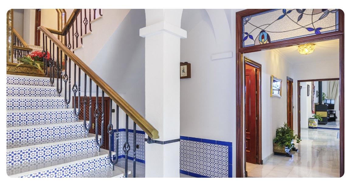 acheter maison typique andalouse seville escaliers