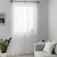 Voiles blancs Ikea dans appartement lumineux