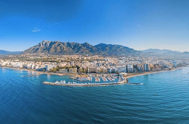 vue depuis la mer sur Marbella