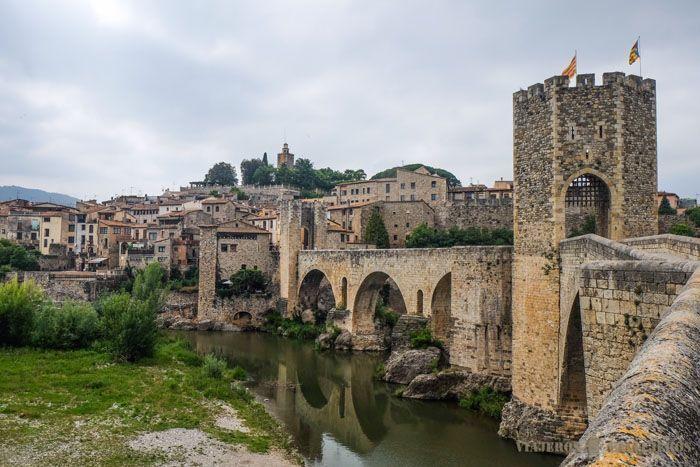 Pont en pierres de Besalu
