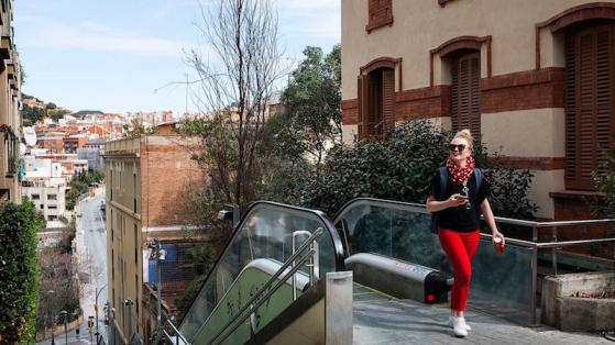 escalator dans la rue à Sarrià-Sant Gervasi
