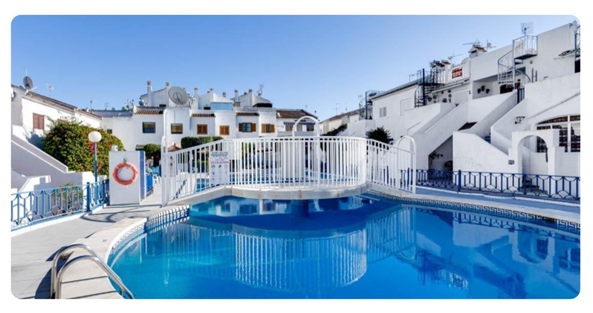 acheter jolie maison mitoyenne torrevieja piscine