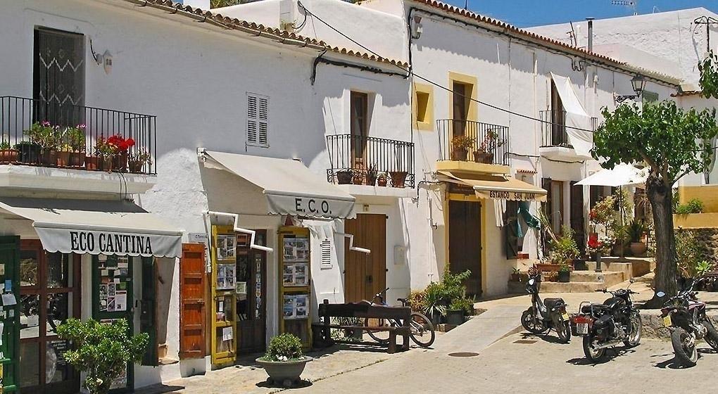 rue commerçante d'Ibiza
