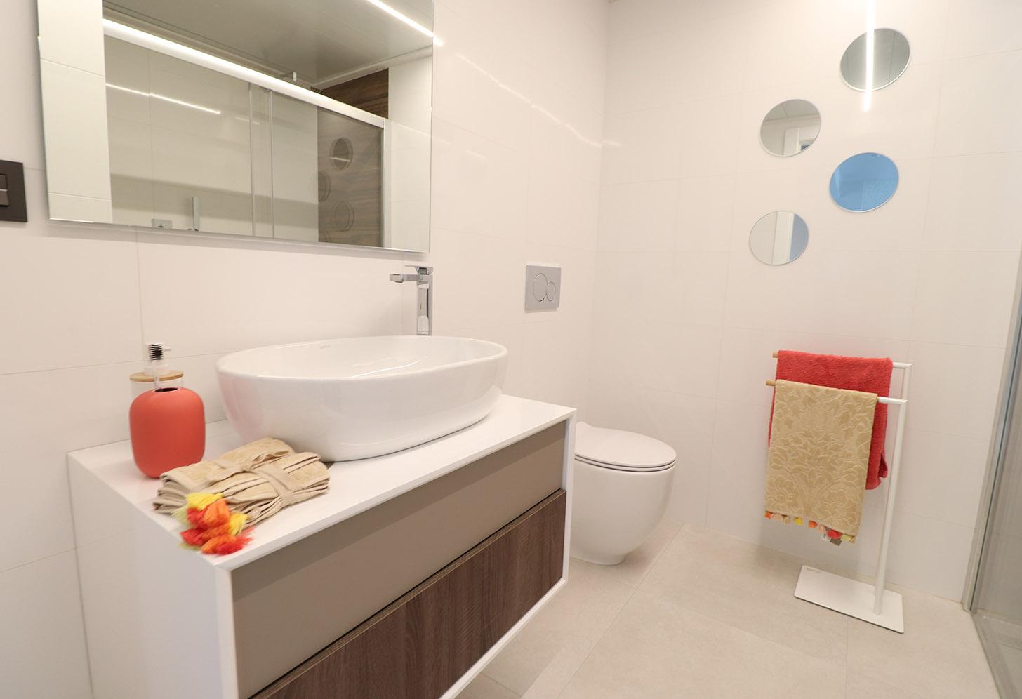 Salle de bain de l'appartement à Campoamor