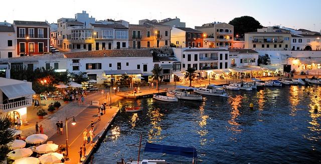 port de Minorque la nuit